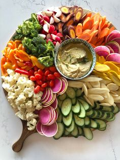 This Crudités Board is getting a major glow-up thanks to Caesarstone's gorgeous Empira White surface. Our surroundings always inspire us to beautify what we make, and this board filled with veggies is more. Party Platters, Food Platters, Clean Eating Snacks, Healthy Snacks, Snacks Kids, Lobster Mac And Cheese, Mac Cheese, Cheese Platters, Charcuterie Recipes