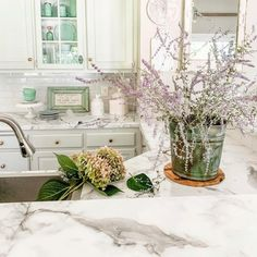 Find the perfect marble-looking quartz countertops at Home Art Tile and elevate your kitchen design. 😍 ✨ 📷 homeonfernhill More information and inspiration on our website.✨ . . . . . . . . . . . . . . . #quartzcountertop #countertops #kitchencabinets #kitchencountertop #quartzkitchen #kitchenbeautiful #marthastewartliving #kitchendecor #kitchendesign #kitchenchronicles #interiorstyling #homedecorideas #kitchengoals #homedesignideas #interiorandhome