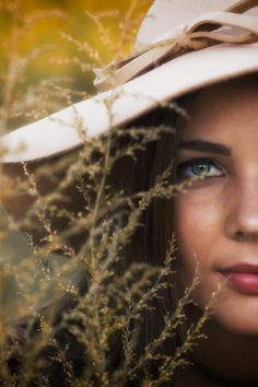 #seniorphotos #fallfashion #festivalfashion #fieldphotography #goldenlight #floppyhat #autumn #northga #northgamountains #seniorportraits #modeling #85mm #canon