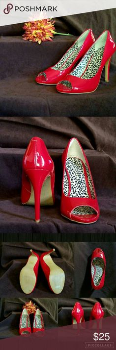 """💥NEW ARRIVAL💥JESSICA SIMPSON - NWOT PEEP TOE RED PATENT LEATHER PEEP TOE PUMPS 👠 with a 4"""" Heel.  BRAND NEW, never been worn ( only tried on). Cheetah print insole.  Reminiscent of Candy Apples.  Just fabulous! 😍 Jessica Simpson Shoes Heels"""