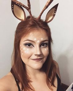 Produção linda de fantasia de Bambi! Fácil de fazer com tiara e papel colorido, além da maquiagem simples e incrível. Deer Halloween Costumes, Cute Halloween Makeup, Deer Costume, Halloween Carnival, Halloween Make Up, Bambi Costume, Safari Costume, Make Carnaval, Deer Makeup