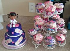 Doc McStuffins Cake and cupcakes