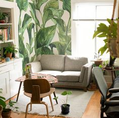 Jungle in the living room? Why not! Awesome tropical design made by @_blancovintage  #jungle #Pixers #interior #livingroom #idea #wallmural #leaves