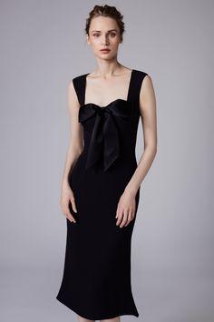 Reem Acra Resort 2018 Collection Photos - Vogue#rexfabrics #purveyoroffinefabrics #cometousforfashion #passionforfabrics