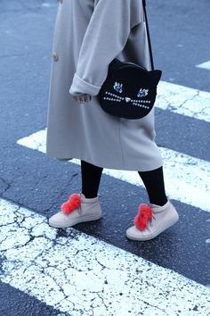Faux fur and kitty fever ❤️ Josefinas with the cutest #patriciachangbags ❤️ #cats #josefinasportugal #sneakers