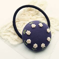 【展示品】小さな小さなお花 刺繍ヘアゴム