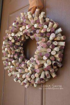 Wine Cork Wreath #DIY #wine #crafts
