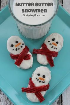 Nutter Butter Snowmen Cookies are such a fun and delicious treat to make for your kids this winter. These no bake cookies would be an adorable treat for the Holidays or anytime during the winter! Christmas Goodies, Christmas Desserts, Holiday Treats, Christmas Treats, Christmas Fun, Holiday Recipes, Christmas Blessings, Christmas Recipes, Xmas