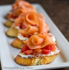 Learn how to make crostini in less than 30 minutes! These Smoked Salmon Crostini ~ the simplest, yet most flavorful appetizer you can offer at the cocktail party. Tapas, Appetizers For Party, Appetizer Recipes, Gourmet Appetizers, Party Snacks, Smoked Salmon Appetizer, Mezze, Tostadas, Tailgating Recipes