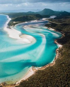 explores the most beautiful beach in the world! Located near the great barrier reef in Australia, Whitehaven beach is known… White Haven, Amsterdam, The Whitsundays, Voyager Loin, Airlie Beach, Paradise On Earth, Beaches In The World, Paradise Island, Most Beautiful Beaches