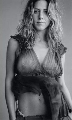 Jennifer Aniston ♥ ♥ ♥ doesn't need the nips showing, but it's nice, anyway.