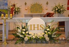 Tropical Flower Arrangements, Church Flower Arrangements, Alter Flowers, Church Flowers, Church Altar Decorations, Table Decorations, First Holy Communion, Corpus Christi, Flower Boxes