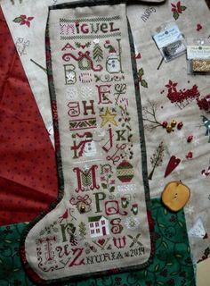 Christmas Thoughts Stocking. The Drawn Thread. En la versión de Nuria Cross Stitch Christmas Stockings, Christmas Cross, Christmas Thoughts, Drawn Thread, Plastic, Embroidery, Holiday Decor, Ideas, Templates