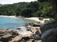 """OViagem Livree oMinubevão ajudar a programar suas próximas férias. O destaque desta semana do Destino Brasil é a cidade de Ubatuba, no litoral de São Paulo.O nome é de origem tupi-guarani (composta pelos vocábulos Uba e Tuba, o que quer dizer Uba --uma cana silvestre ou canoa-- e Tuba --local onde havia um canavial ou...<br /><a class=""""more-link"""" href=""""https://viagem.catracalivre.com.br/brasil/viagem-acessivel/indicacao/destino-brasil-a-trilha-das-sete-praias-em-ubatuba/"""">Continue lendo…"""