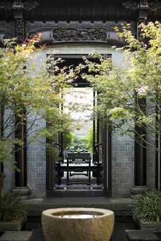 柱子横梁搭接方式运用在酒店室内大堂当中