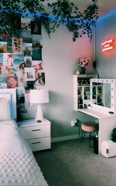 Room Ideas Bedroom, Bedroom Inspo, Diy Teen Room Decor, Wall Decor For Bedroom, Couple Bedroom Decor, Bedroom With Plants, Ikea Room Ideas, Cozy Teen Bedroom, Small Bedroom Office
