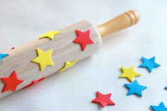 Try making beautiful handmade wrapping paper with just a rolling pin and foam stickers! A fun and easy DIY project for kids. Diy Projects For Kids, Clay Projects, Crafts For Kids, Arts And Crafts, Diy Crafts, Print Wrapping Paper, Gift Wrapping, Messy Art, Kindergarten Art