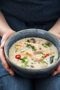 Simple comme un Tom Kha Kai saumon et crevettes Tom Kha Kai, Thai Tom, Cheeseburger Chowder, Comme, Food Porn, Simple, Recipes, Gourmet, Asian Soup