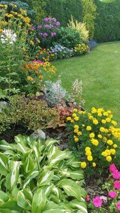 23 Cottage Garden Design Ideas - fancydecors Cottage Garden Design, Flower Garden Design, Flower Garden Borders, Cottage Garden Borders, Flower Bed Designs, Cottage Front Garden, Border Garden, Back Garden Design, Garden Design Plans