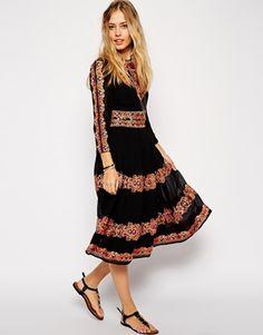 pfffffuaaaaaai <3  ASOS Premium Midi Dress with Embroidery