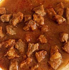 Szaftos sertés comb pörkölt Hungary Food, Hungarian Cuisine, Around The World Food, Comb, Bacon, Food And Drink, Beef, Traditional, Gourmet