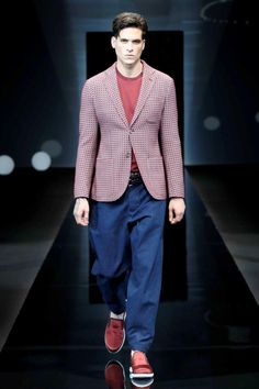 A front row look at the Giorgio Armani Men's Spring Summer 2017 fashion show
