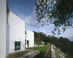 Duccio Malagamba Fotografia de Arquitectura. Casa 'Vieira de Castro' - Álvaro SIZA VIEIRA> Portugal, Mansions, House Styles, Home Decor, Scallops, Drawing Techniques, Modern Houses, Trendy Tree, Architecture