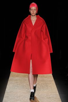 Why it's exciting and unique that Comme Des Garcons Designer Rei Kawakubo was announced as the 2017 Met Gala theme Vogue Fashion, Fashion Week, Runway Fashion, Paris Fashion, Vogue Paris, Gala Themes, Rei Kawakubo, Sculptural Fashion, Comme Des Garcons