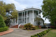 Steamboat House - New Iberia, LA - My Hometown/Main Street NI, La.Passed this Beauty Almost Every Day for Eighteen Years! Still as Beautiful Today as EVER! New Orleans Louisiana, Louisiana Creole, New Iberia, Beautiful Homes, Beautiful Places, Raised House, Louisiana Plantations, Southern Homes, Southern Charm