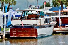 Chris Craft 46' Power Boats, Speed Boats, Chris Craft Boats, Offshore Boats, Cabin Cruiser, Wooden Cabins, Wooden Ship, Motor Yacht, Classic Boat