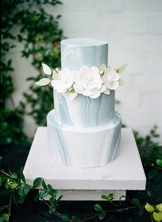 A lightly marbled cake with sugar flowers and gold accents is chic and subtle.
