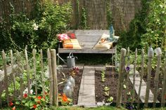 Nice small kitchen garden with lovely fencing Allotment Design, Allotment Gardening, Vegetable Garden Planner, Landscaping Tools, Types Of Herbs, Edible Garden, Small Gardens, Herb Garden, Potager Garden