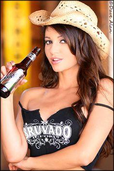 leticia-farr-beer-cowboy-hat.jpg (300×450)