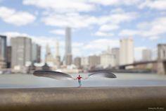 Las obras en miniatura de Slinkachu emplean la ironía, el humor y una buena dosis de realidad