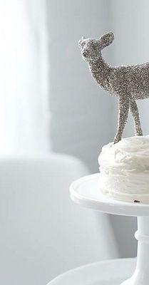 <3 glitter deer on cake
