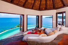 ラウカラ アイランド リゾート(フィジー) ぼんやりと海を眺めながら寛ぐことができる、至福の空間「ペニンシュラ ヴィラ」。サンセットの美しさは感動ものです。