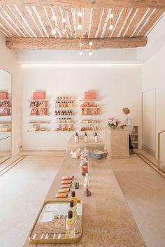 Bastide Luxury Beauty Brand Explores the Savoir Faire of Provence - Perfectly Provence - Care - Skin care , beauty ideas and skin care tips Boutique Interior, Boutique Decor, Salon Interior Design, A Boutique, Design Interiors, Modegeschäft Design, Cafe Design, Bakery Design, Modern Design