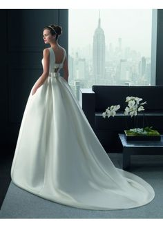 Riba - Two by Rosa Clará 2015 Bridal Collection Chapel Wedding Dresses, Wedding Dress Sash, 2016 Wedding Dresses, Wedding Dresses Photos, Wedding Dress Styles, Wedding Suits, Designer Wedding Dresses, Wedding Gowns, White Bridesmaid Dresses