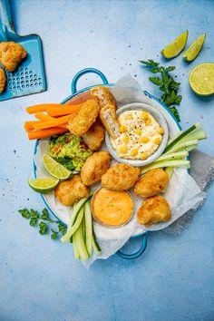 Fish & Crisp nuggets er perfekt snacking eller til tapas. Server med forskjellige dipper, som du enkelt kan lage selv! Dipper, Chicken Wings, Meat, Buffalo Wings