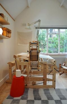 Amy Revier's new weaving cottage in Primrose Hill Weaving Tools, Weaving Yarn, Weaving Projects, Tapestry Weaving, Hand Weaving, Dream Studio, Home Studio, Studio Spaces, Inkle Loom