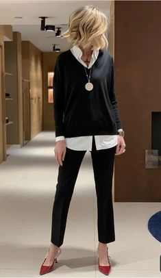 Check this winter outfit womans fashion over 40 50 Fashion, Fashion Over 40, Work Fashion, Fashion Women, Fashion Looks, Fashion Outfits, Over 50 Womens Fashion, Fashion Black, Fashion Trends