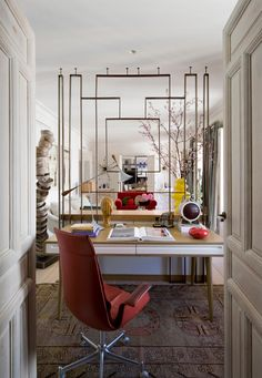 A little art deco, and little mid-century modern, a little retro 50s....this home decorated by ...
