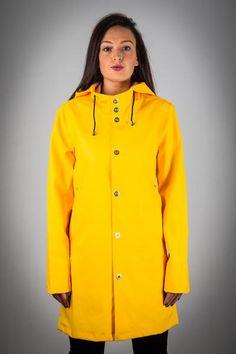 OLD FASHIONED YELLOW RAINCOAT Yellow Raincoat, Rain Wear, Girls In Love, Girls Wear, Rain Jacket, Windbreaker, How To Wear, Jackets, Clothes
