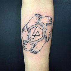 WOW, @andredecamargo got this neat logo as a TATTOO! lp #TrueLoveTattoo 11-20943383 ⚡⚡⚡ #linkinpark #band #tattoo #tatuagem #truelove #ruaaugusta #SP