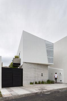 ten house ~ taller adc