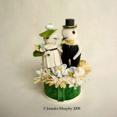 In Vintage Style, Lets Celebrate! ~~~~~~~~~~~~~~~~~~~~~~~~~~~~~~~~~~~~~~~~~~~~~~~~~~~~~ This Wedding Cake topper Pair stand tall! Pom Pom Animals, Wedding Birds, Marrying My Best Friend, Wedding In The Woods, Cute Cakes, Spring Colors, Wedding Cake Toppers, Vintage Flowers, Special Day