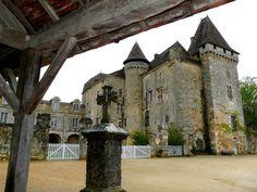 le château de Marthonie dans le superbe village Saint jean de Côle. Dordogne- France