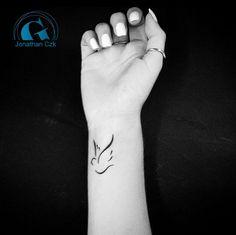 tatouage oiseau au poignet