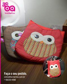 Lixeira de coruja para carro. Pode ser confeccionada no tecido que a cliente mais gostar, peça logo a sua pelo email cintia@bordartes.com.br  #artesanato #lixeiradecarro #corujas #patchwork #patch #handmade #lixinhodecarro #car