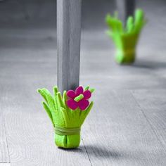 Those beautiful chairs and furniture at our home definitely needs some kinds of protection from different factors that can destroy their beauty and look so have a look at these surprisingly easy 21 DIY Chair Leg Protectors - Cute Furniture Protectors. Cute Furniture, Furniture Legs, Table Furniture, Felt Crafts, Diy And Crafts, Chaise Diy, Chair Socks, Chair Cushions, Craft Projects
